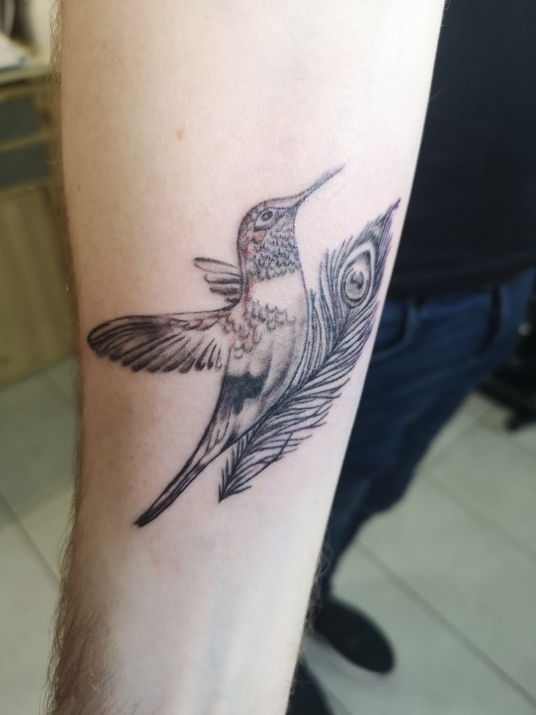 Vogel mit Pfauenfeder Tattoo by Theresa